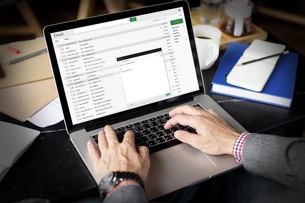 Jangan Cek Email Untuk Urusi Pekerjaan Di Weekend