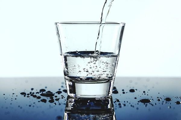 Air Putih, Minuman Alami yang Keto-friendly