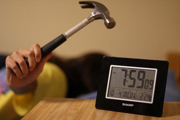 Menggunakan Wake Up Alarm Hanya Untuk Menekan Tombol Snooze di Pagi Hari