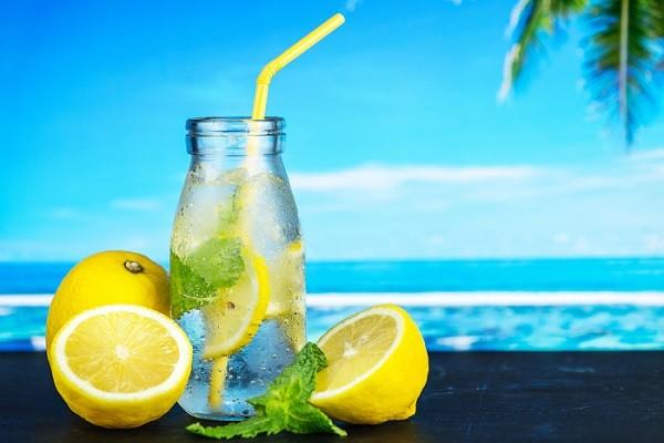 Nggak Suka Rasa Air Putih yang Tawar? Bikin Infused Water Saja!