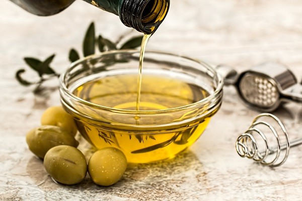 Minyak Zaitun, Bahan Alami Paling Recommended Untuk Rambut Rusak atau Kusut