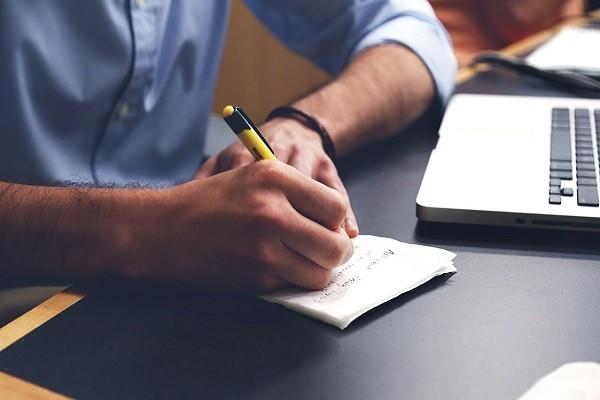 Menulis, Hobi Asyik yang Juga Bisa Buat Badan Sehat
