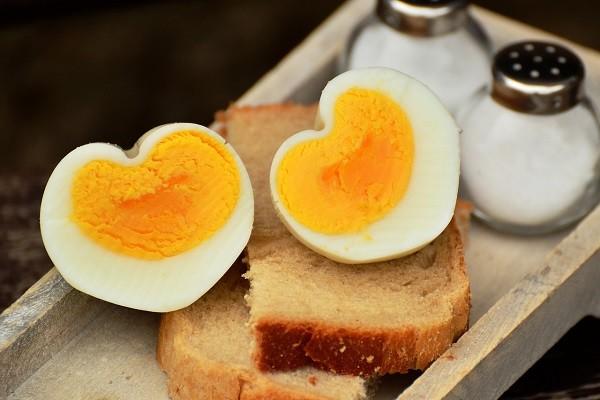 Telur Rebus Matang, Pilihan Sarapan dan Cemilan Sehat Untuk Ibu Hamil & Menyusui