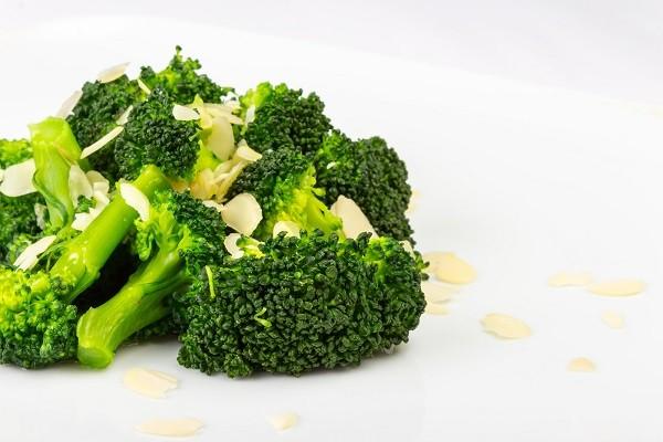 1. Tumis Brokoli dengan Bawang Putih dan Olive Oil