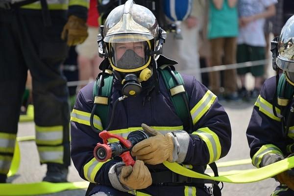 Menggunakan Masker Ketika Masuk Pada Area Terpapar Polusi