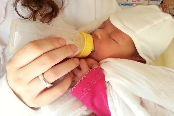 Terlalu Sering Menggunakan Botol Untuk Menyusui, Bayi Akan Menolak Ketika Hendak Menyusui Langsung