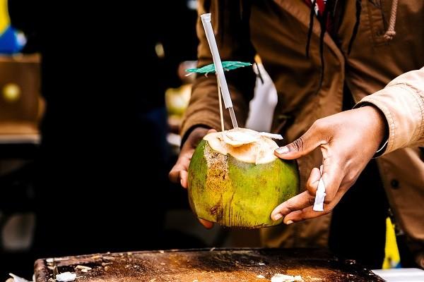 Air Kelapa, Minuman Sumber Nutrisi yang Nikmat Untuk Warnai Waktu Nongkrong