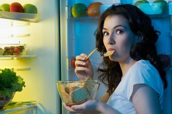 Bereskan Tempat Tidur dan Snacking di Waktu Malam