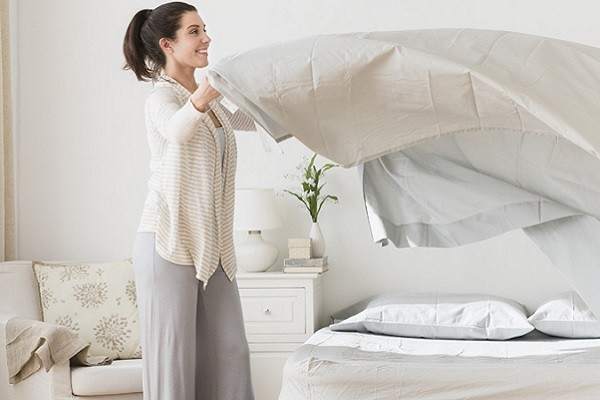 Merapikan Tempat Tidur Selepas Bangun Tidur