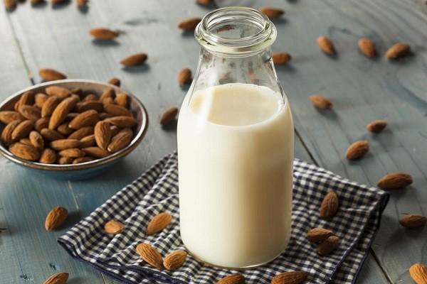 susu almond (almond milk) sehat dan bernutrisi