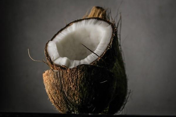 Virgin Coconut Oil (VCO), Minyak Sehat Untuk Rambut yang Sehat