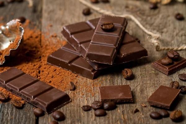 Cokelat, Sensasi Nikmat Untuk Bantu Putihkan Gigi