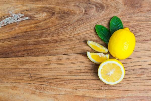Kombinasi Lemon dan Bahan Alami Ini Bisa Atasi Masalah Ketombe, Coba Deh!