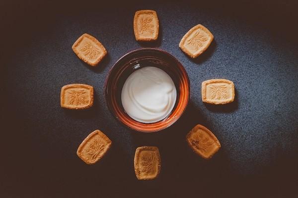 Plain Yogurt, Cemilan Rendah Kalori yang Creamy dan Nikmat