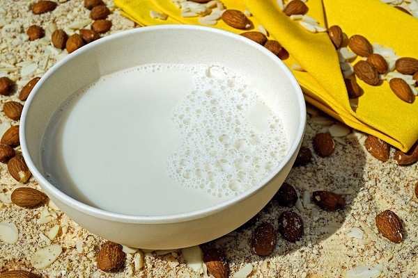Susu Nabati (Almond, Kedelai, ataupun Kacang Mede), Untuk Cukupi Kebutuhan Nutrisi Kalsium