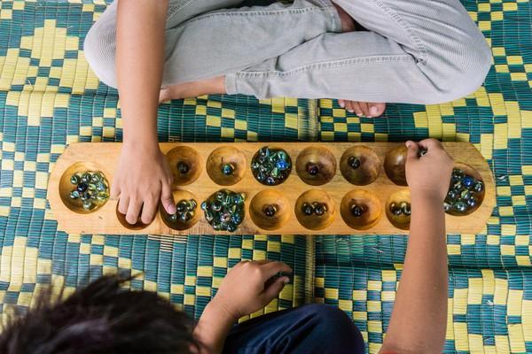 3. Kenalkan Anak Pada Permainan Tradisional
