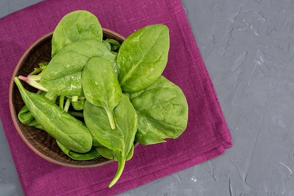 2. Bayam, sayuran hijau yang kaya nutrisi untuk tangkal penyakit