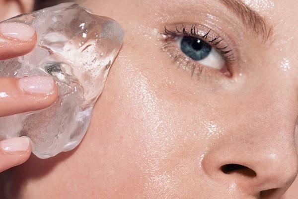 Metode Menghilangkan Kantung Mata Secara Alami: Es Batu