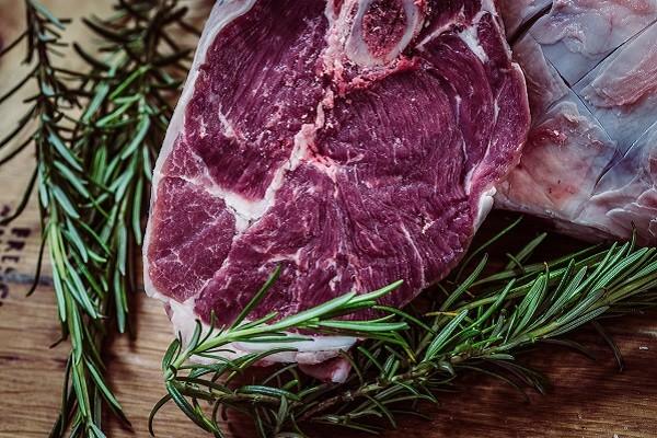 Mengurangi Konsumsi Produk Daging Demi Kurangi Polusi Udara