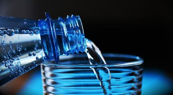 Perbanyak Minum Air Putih Ketika Sahur dan Berbuka Puasa