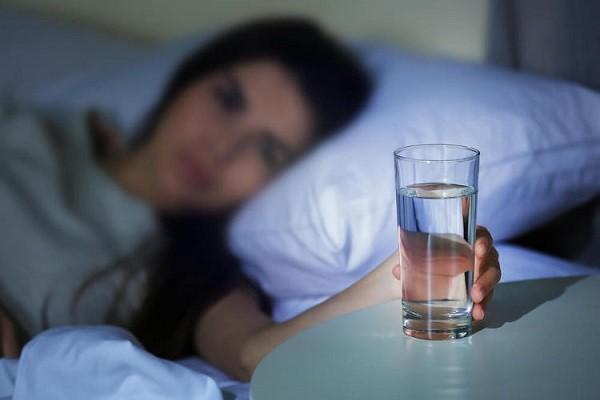 Buka Mata dan Segera Cari Air Putih Untuk Kembalikan Cairan Tubuh
